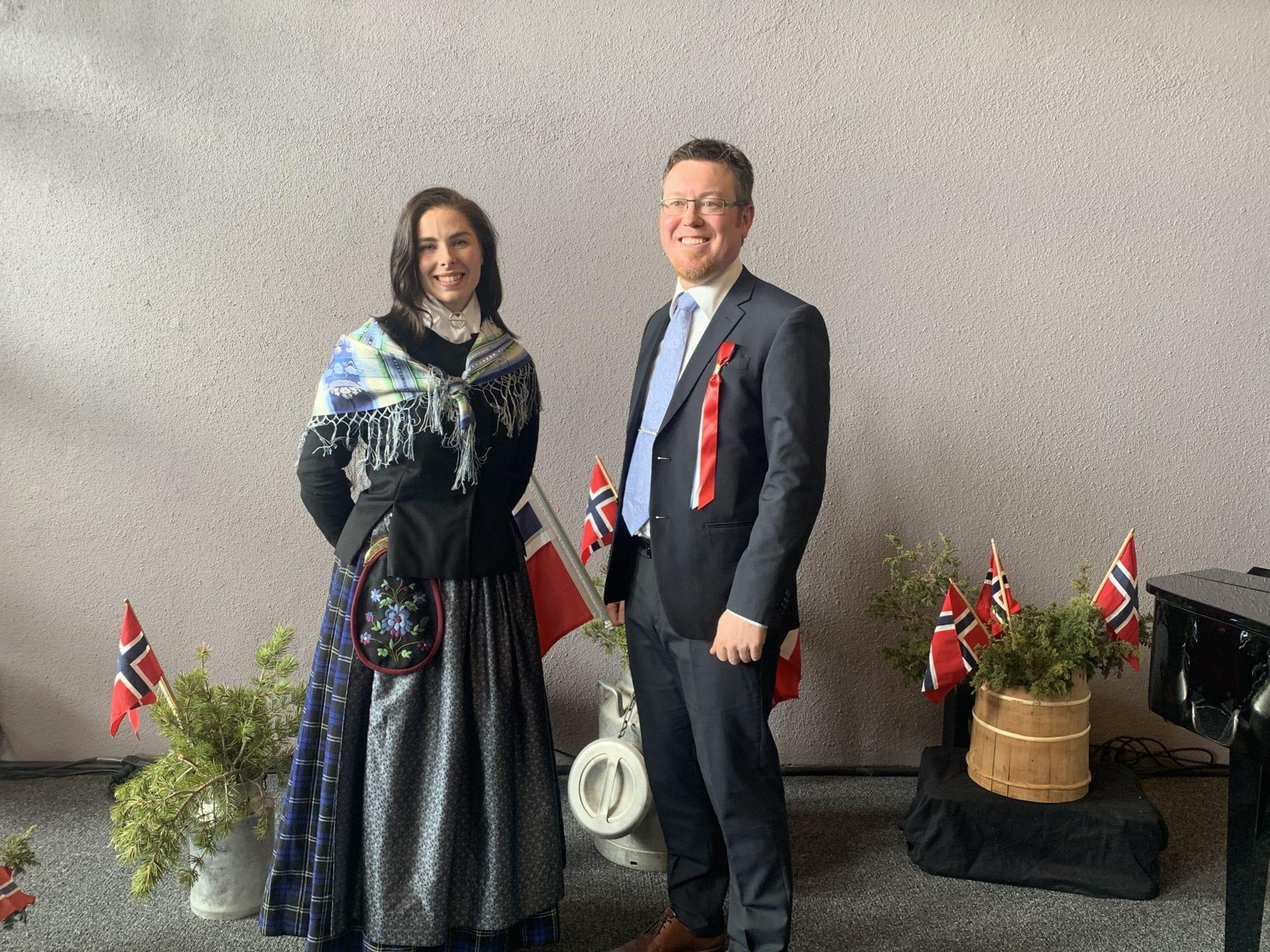 Aina Sandnes Røste og Harald Hauge var programledere. Foto: Ren Røros Frontal