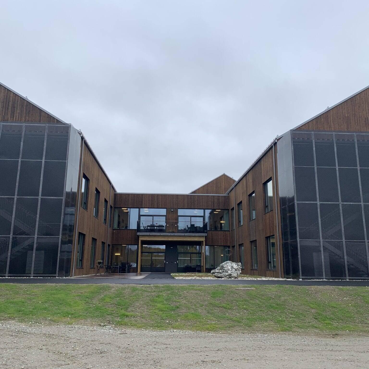 Øverhagaen bo- og behandlingssenter. Foto: Ren Røros Frontal