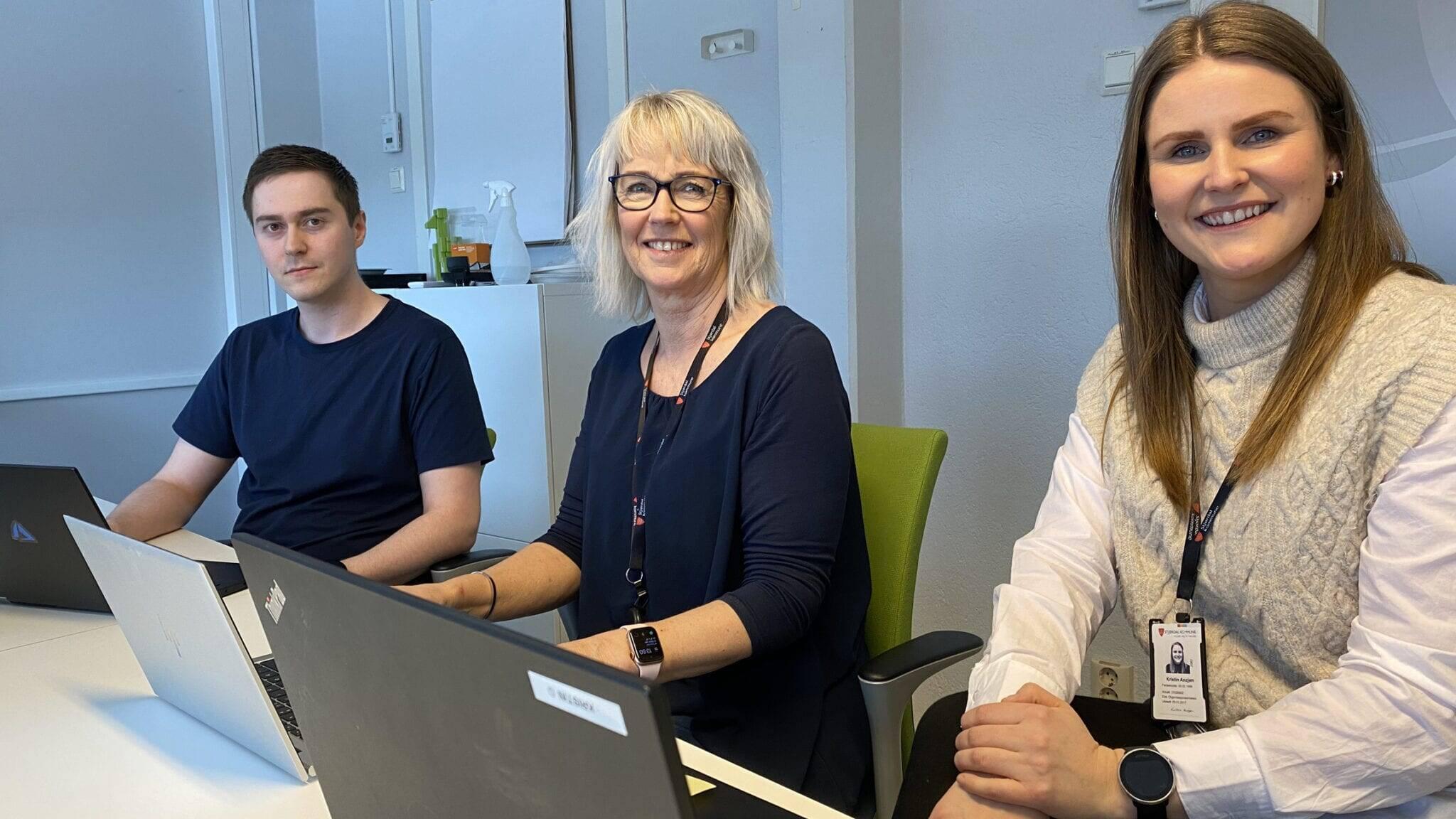 Digitalt team: Bjørnar Stamnes Aftret, Elin Wikmark Darell og Kristin Anzjøn i Værnesregionen IT er svært fornøyd med samarbeidet med Ren Røros. Foto: Ren Røros