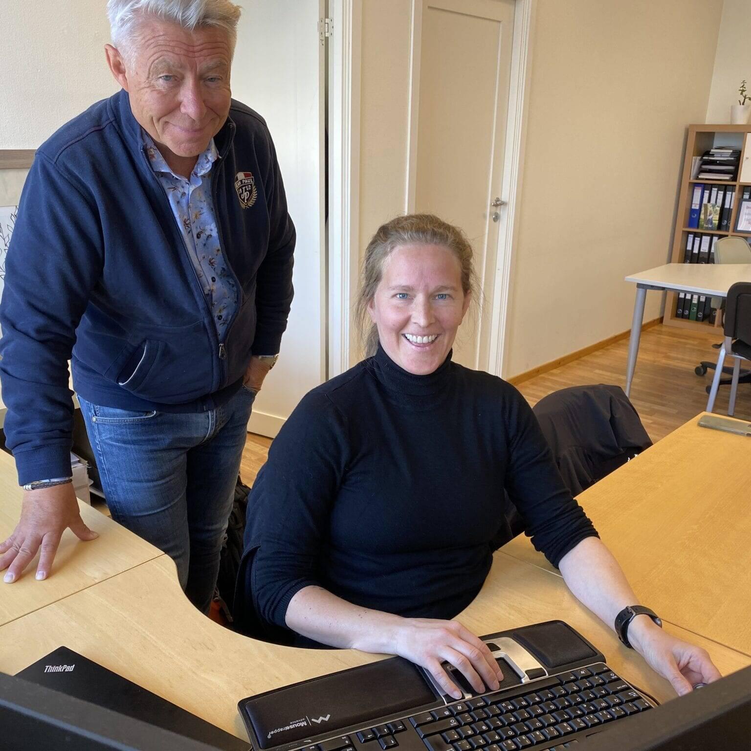 Partner og grunnlegger Kjell-Inge Fremo og regnskapsansvarlig Hilde Horntvedt anbefaler mindre bedrifter å satse på roboter.