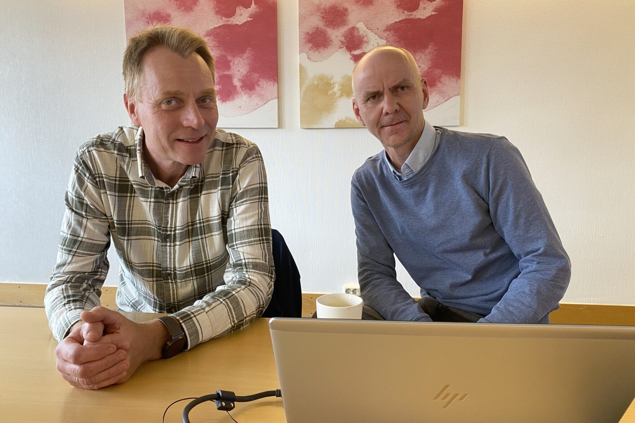God kjemi: Per Westgård i Ren Røros og Sven Helge Alme i TheVit er stadig på jakt etter nye teknologiske løsninger. Foto: Torgeir Anda/Ren Røros